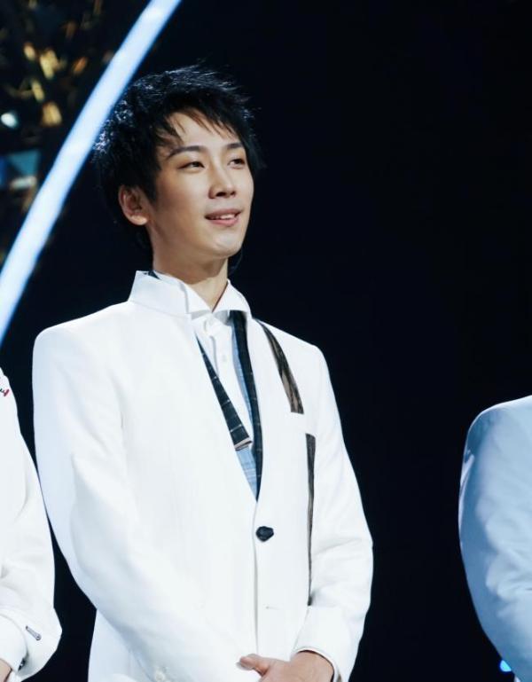 刘瀚之首登《经典》舞台 演唱阿卡贝拉版《锲而不舍》