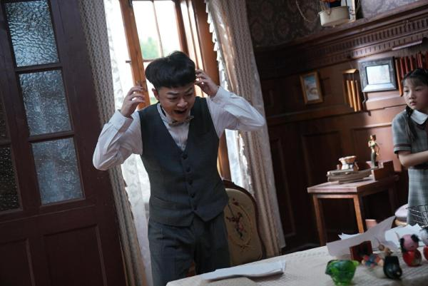 邹朕《旗袍美探》收官 饰马伊琍表弟演技获赞