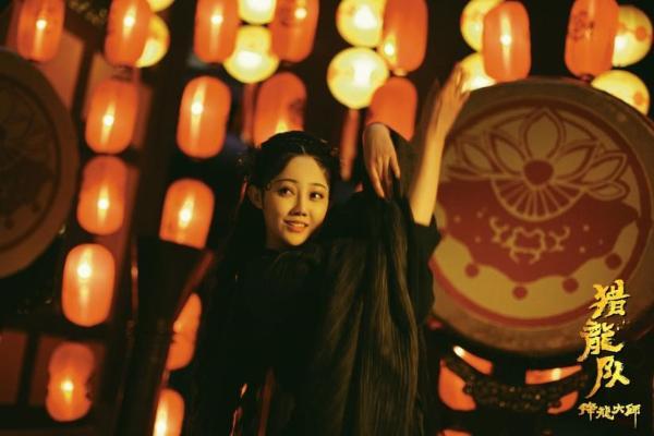 电影《降龙大师:猎龙队》今日上映,龙姐金莎飒气英姿迷倒众人