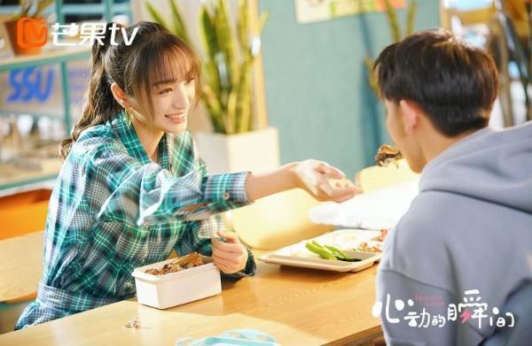 索朗美淇新网剧《心动的瞬间》热播 甜蜜冲爱魅力满格