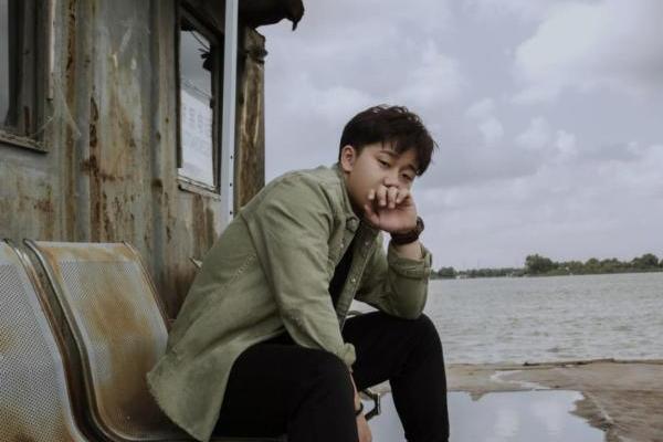 华语乐坛新锐唱作人周岩博全新单曲《遥远》全网隆重上...