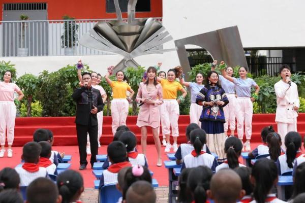 实力歌手王紫格走进《音乐公开课》 温暖歌声唱响大山梦想