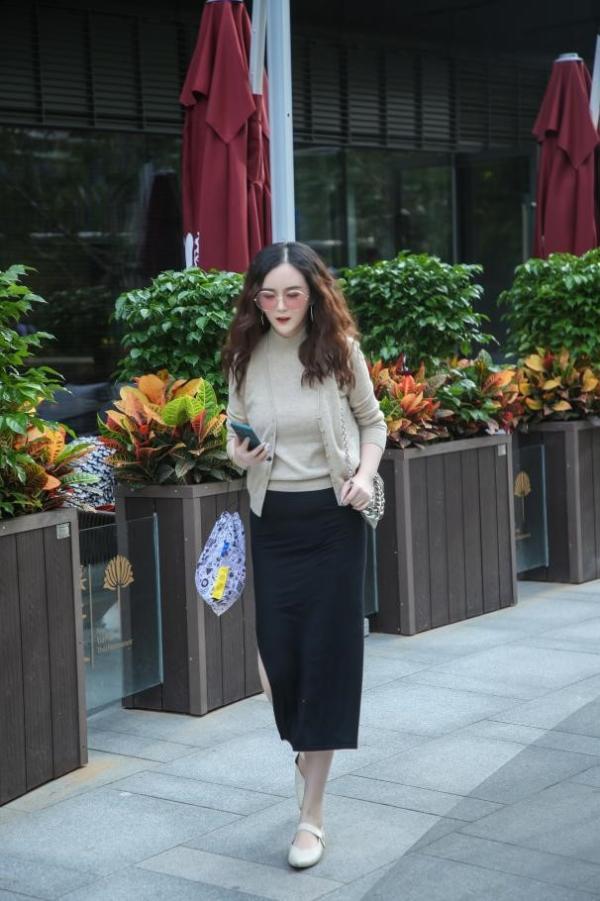 热爱生活感知幸福瞬间 刘竞最新美图释放暖系魅力