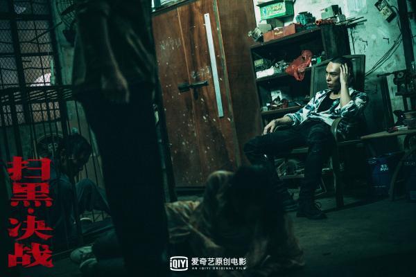 """犯罪动作电影《扫黑·决战》杀青首曝剧照 姜武张颂文""""扫黑""""演技对决期待爆表"""