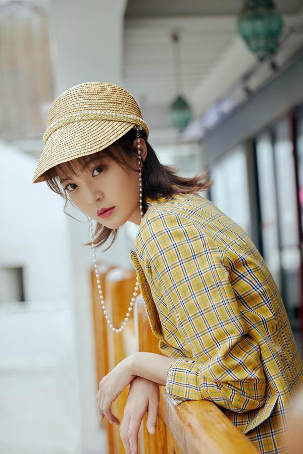 王妍之初秋最新写真释出 潮流碰撞演绎独特时尚感