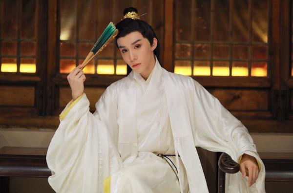 权沛伦一身白衣汉服亮相国风大典 感受传统文化的魅力