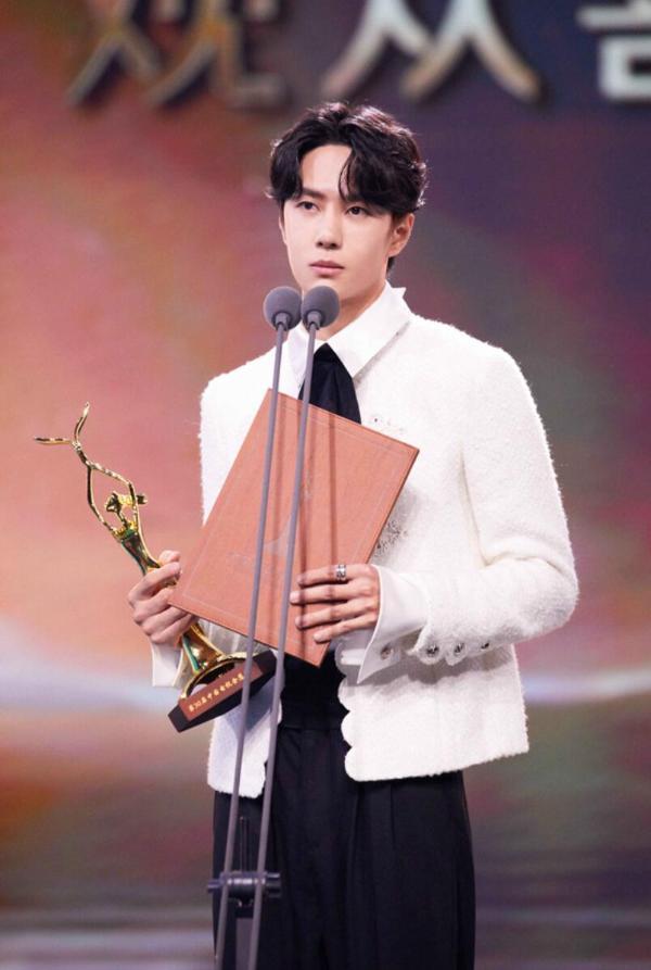 王一博荣获第30届中国电视金鹰奖观众喜爱的男演员奖