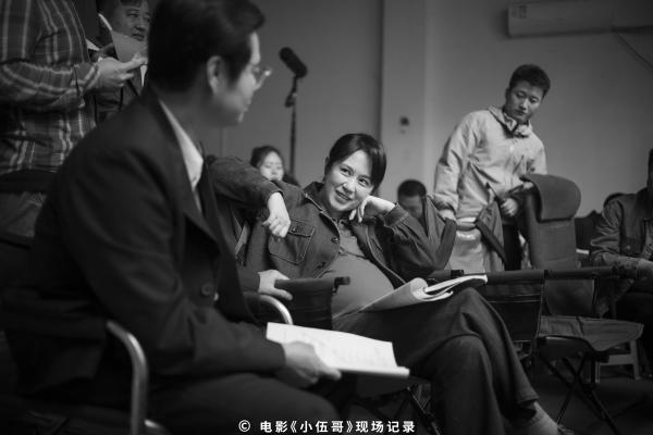 """《老师·好》导演张栾新作《小伍哥》杀青 首款""""细节剧透""""版海报曝光"""
