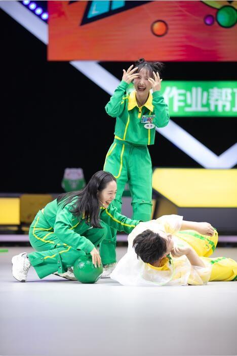 《疯狂的球球》姐姐马苏、王智展现高能战术 烧饼曹鹤阳现场笑果满分