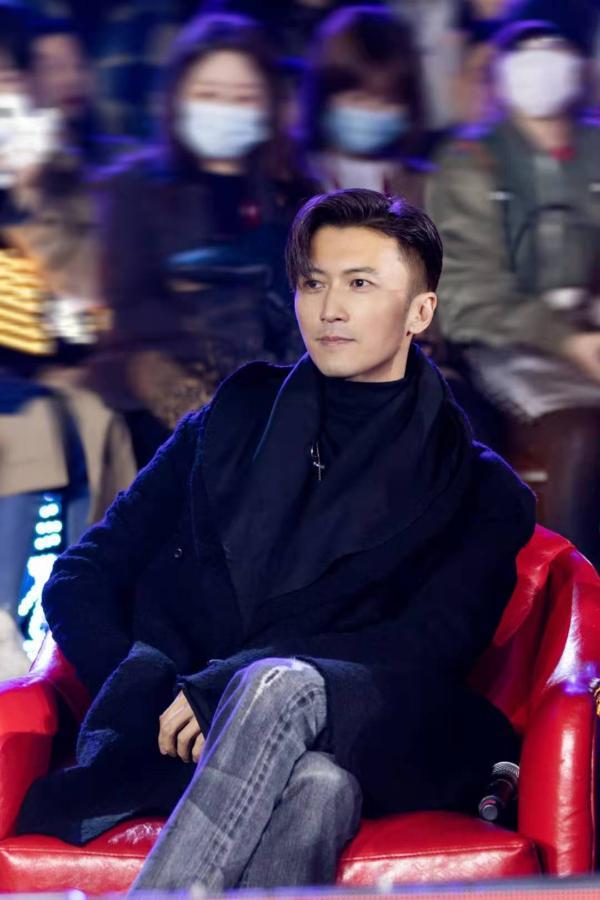 谢霆锋帅气献唱为学员拉票鼓劲,《中国好声音》将迎来终极之战!