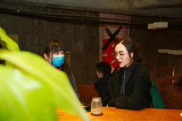 刘竞浪漫文艺庆祝生日!和同事、好友共看话剧满满友爱