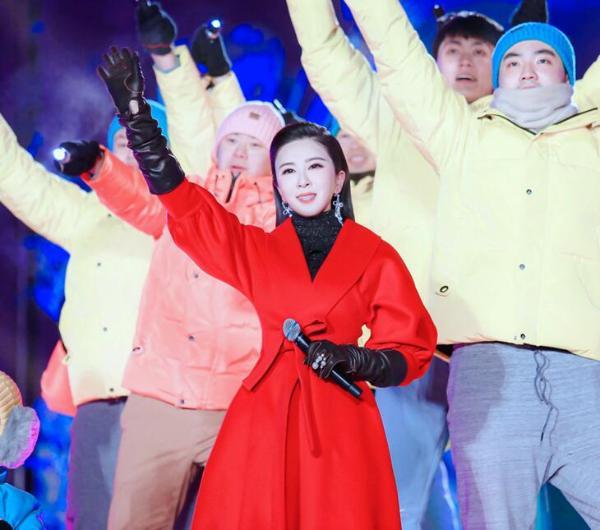 """伊丽媛再度受邀助阵""""2021迎冬奥相约北京—环球跨年冰雪盛典"""""""