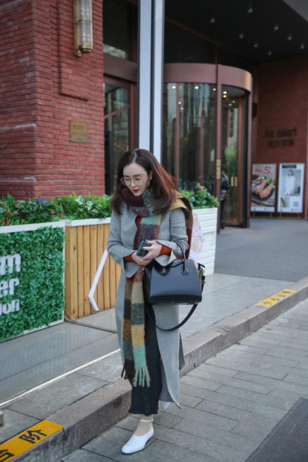 刘竞和同伴低调观影 网友:美导姐姐好优雅!