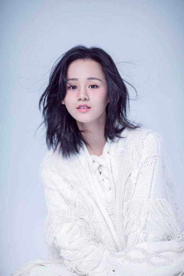 安悦溪冬日情绪写真曝光 音乐剧《在远方》即将公演
