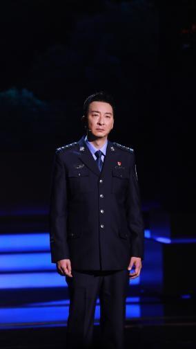 郝萍携心连心艺术团赴公安机关慰问 共同庆祝第一个警察日
