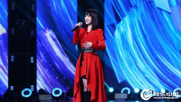 Singir组合钟英出道《上线吧!华彩少年》延反败为胜民歌《高山青》