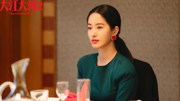 《大江大河2》杨采钰精致穿搭尽显知性 独立女性形象大获好评