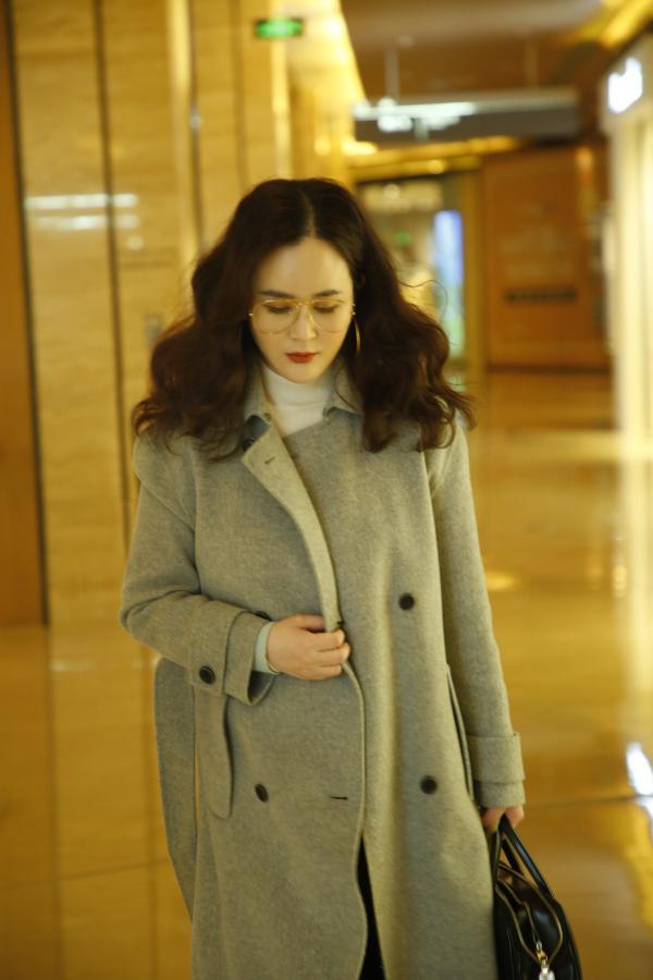 刘竞导演和工作人员出行 低调现身某商超