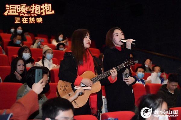 《温暖的抱抱》票房破两亿 常远李沁广州路演欢乐跨年