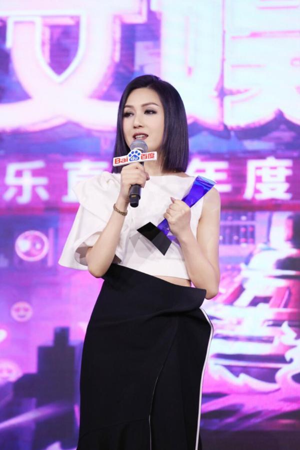 杨千嬅获年度实力女歌手大奖 再唱《处处吻》引发经典回忆杀