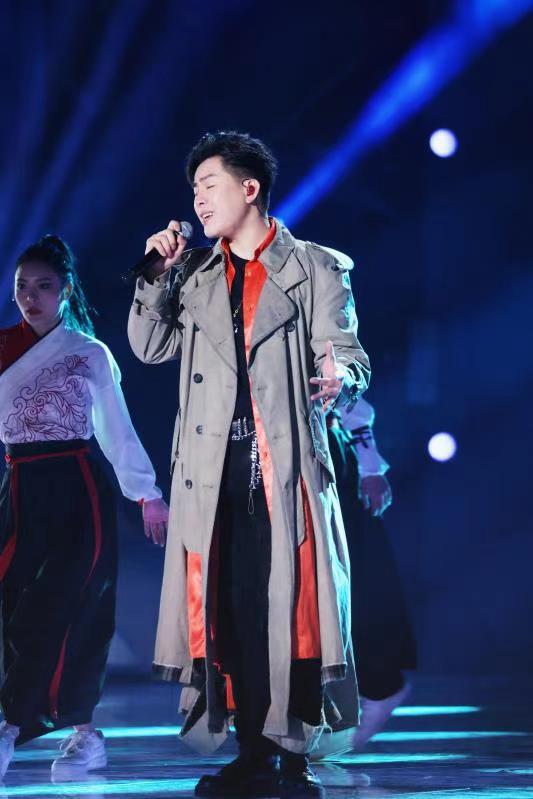 胡彦斌是浙江卫视跨年晚会的艺术总监 中国的风和热浪赞美民族之爱