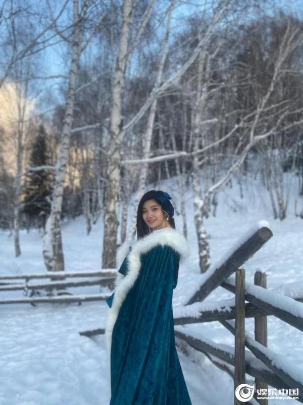 片名:演员蓝曼为冬季米托奖的疗愈系统献上温暖的微笑