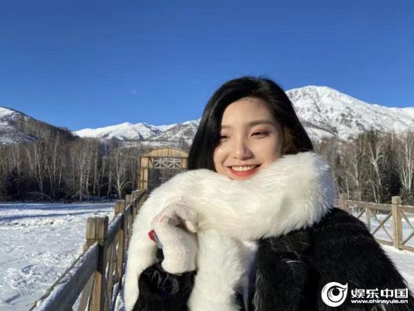 演员蓝曼予冬季美图大赏 治愈系笑容满满暖意