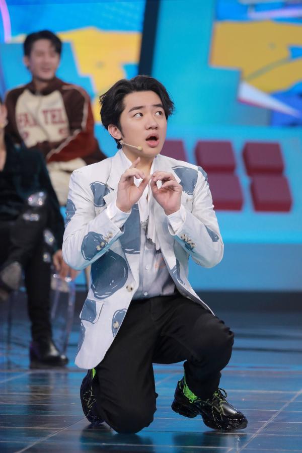 """《接招吧前辈》王祖蓝隐秘的舞者""""胯蓝""""上线舞动全场"""