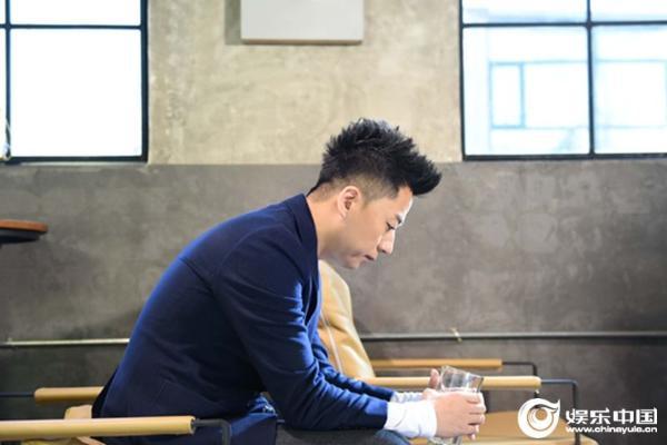 歌手张磊全新演绎《一壶乡愁》 用声音诉说平凡人的故事