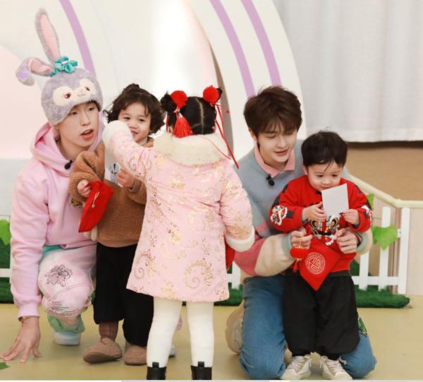 《爱上幼儿园6》袁成杰芝麻饼文托教梦娃学习传统习俗 庆祝新年!