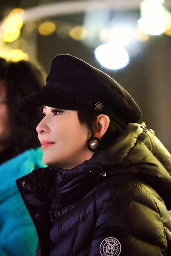 刘嘉玲惊喜助阵《追光吧!哥哥》 女神尽显率真一面现场笑个不停