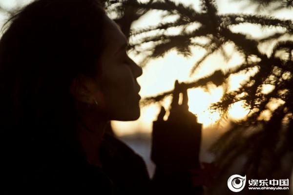 毕夏温柔新单《云朵》上线 倾诉沙漠之花的执着盛放