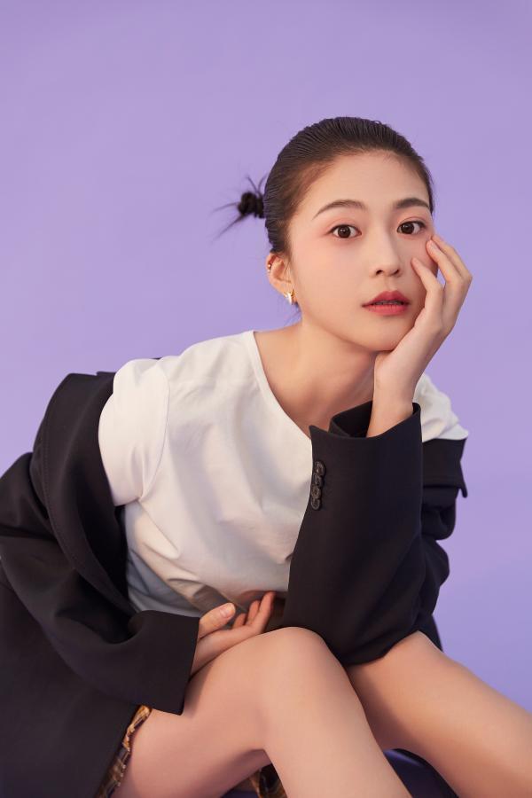 王延志的最新照片发布了对时尚和清新风格的简洁诠释