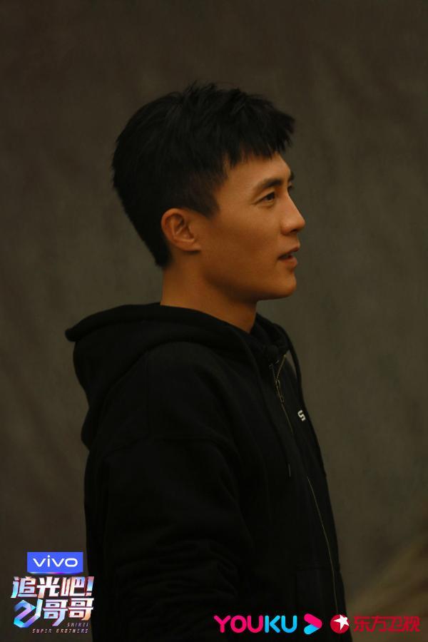 《追光吧!哥哥》四公巅峰对决 杜淳和李的新单曲引发热议