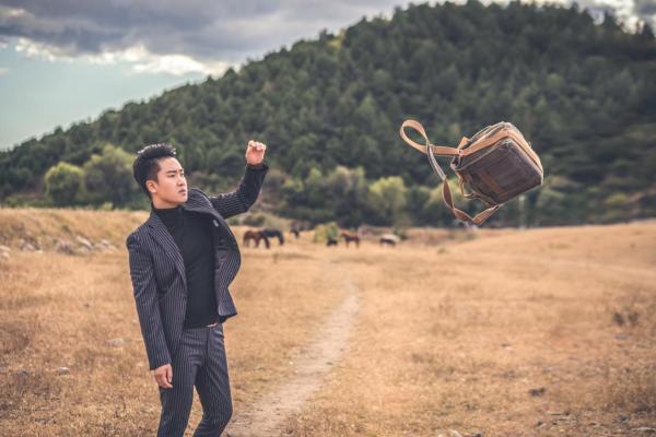 徐一鸣作曲、岳云鹏演唱《最亲的人》登陆2021年央视春晚