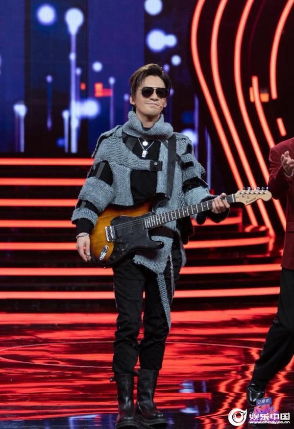 """""""百变春晚""""今晚湖南卫视火热开播 那英、王菲两大天后同台现场"""
