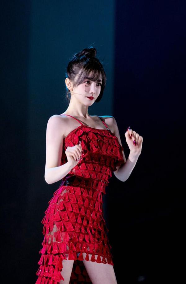 陈晓宇《乘风破浪的姐姐》第二季化妆抢眼网友输出全国漫风写实手绘