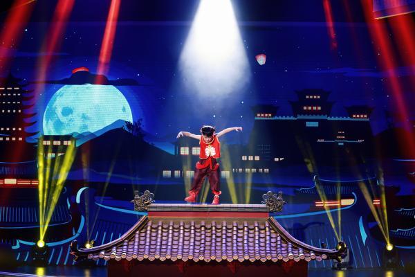 《跳舞吧!少年》班级荣誉战开启 李子璇原始人舞蹈反差萌