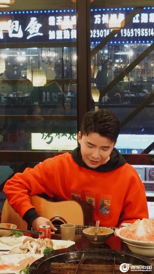谭轩辕《去重庆必备方言》上线 趣味编曲尽显音乐态度