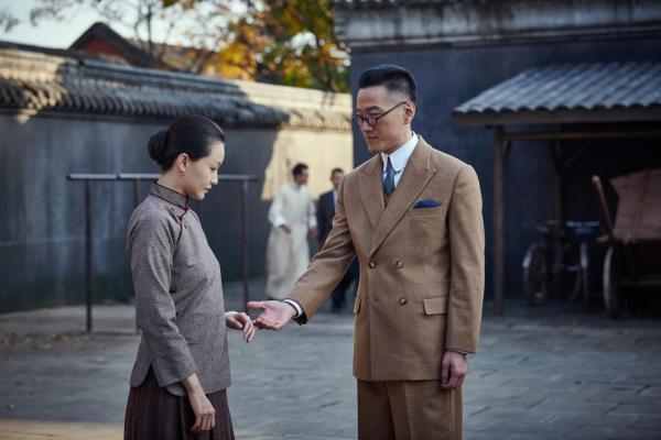 武笑羽《觉醒年代》饰江冬秀 裹小脚出场重现旧时中国女性