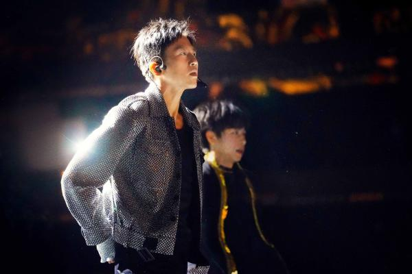 《创造营2021》首播 邓超开启唱跳舞台首秀