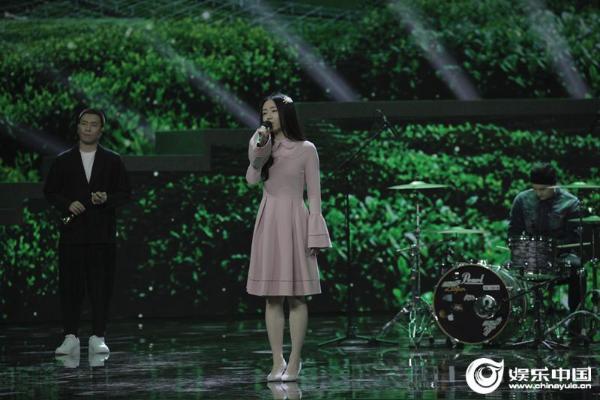 厉害的姑娘郭伟帮央视帮农民轻声唱歌 传达乡村风