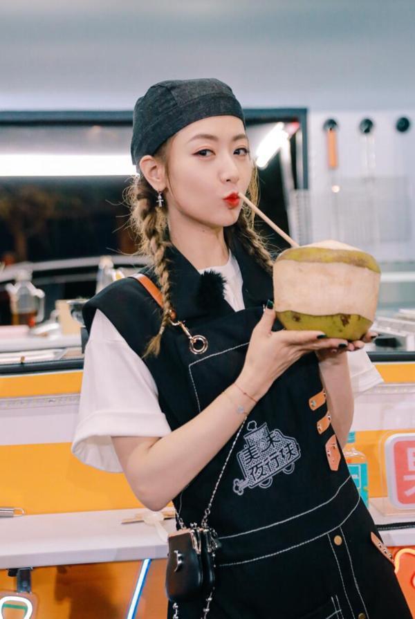 冰《美味夜行侠》显示烹饪椰子蛋挞很受欢迎