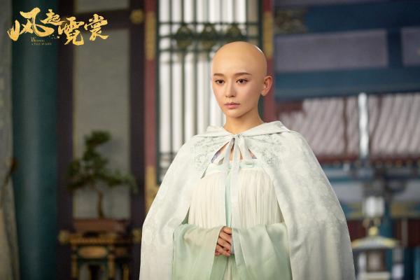 《风起霓裳》武媚娘光头造型上线 施诗用颜值驾驭高难度发型