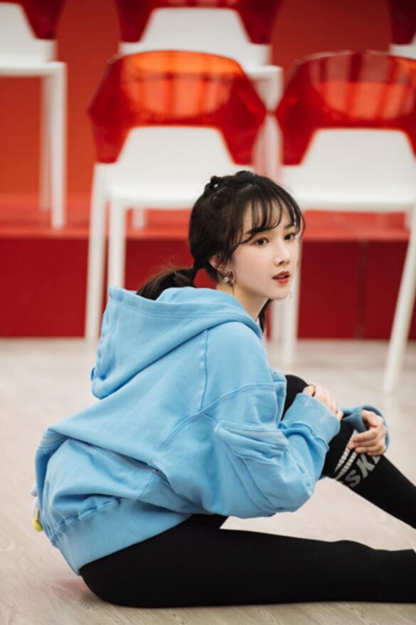 《乘风破浪的姐姐》第二季今日更新 陈小纭着中国风红裙即将惊艳亮相