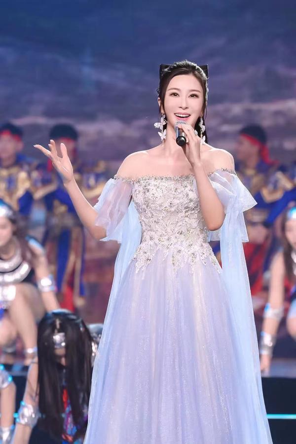 伊丽媛再次受邀参加2021中国文联百花迎春精彩演绎传递正能量