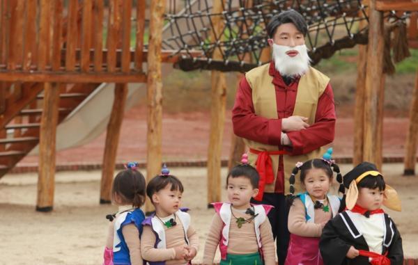《爱上幼儿园6》童话世界奇妙历险,萌娃解救袁成杰烧饼管栎