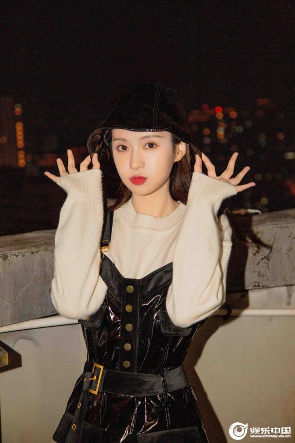 郑合惠子情人节大片曝光 尽显港风复古风情