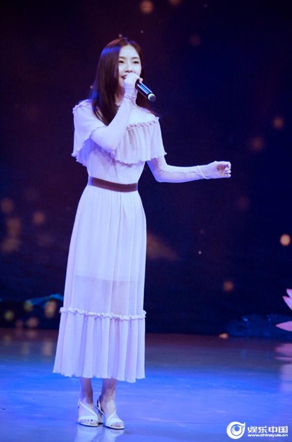 新一代歌手郭芹唤起人们对青年梦想音乐之路的回忆