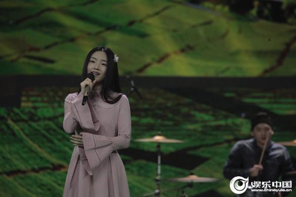 新生代歌手郭沁唤起青春记忆 蓄势待发逐梦音乐之路